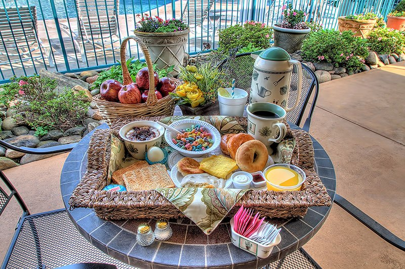 Willow Brook Lodge Free Breakfast for Guests in Pigeon Forge Hotels