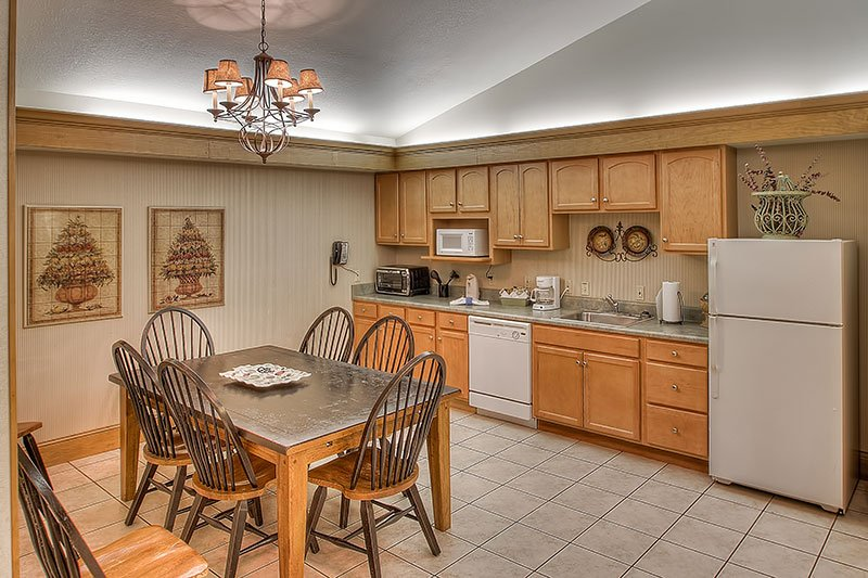 kitchen and dining area in 2 bedroom suite at Willow Brook Lodge