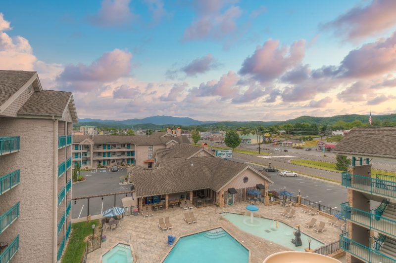 Beautiful Balcony Mountain View in Pigeon Forge at Willow Brook Lodge