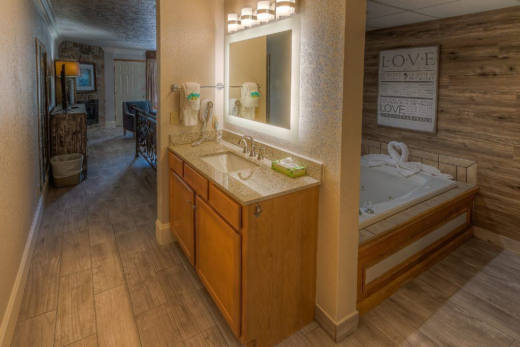 Honey Moon Suite In Pigeon Forge at Willow Brook Lodge