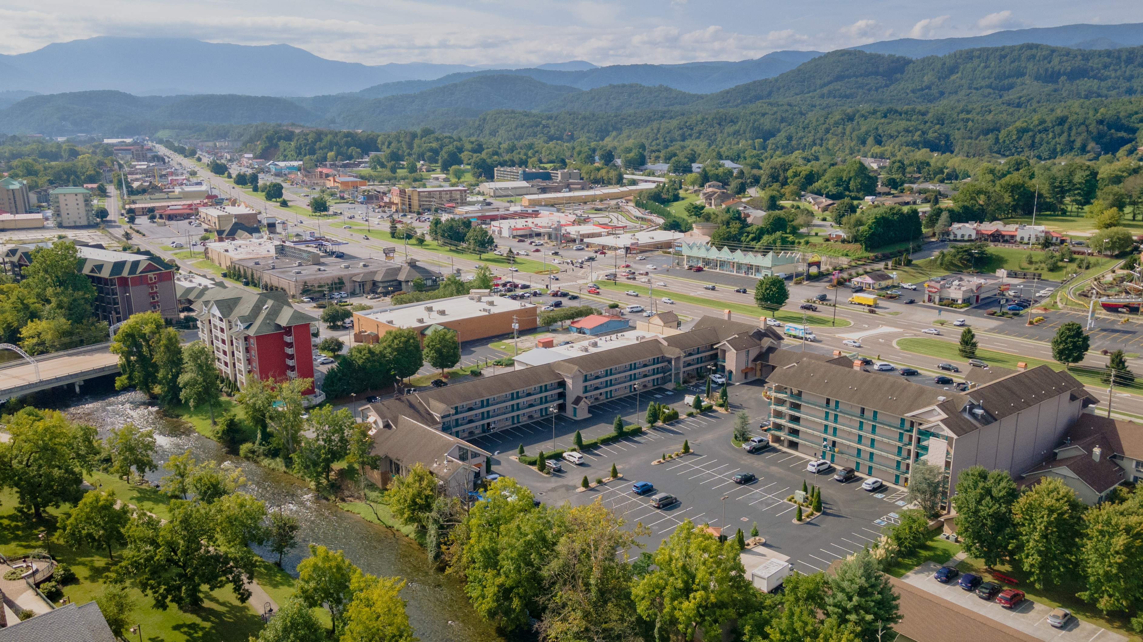 Pigeon Forge Hotel with Best Location in Smoky Mountains